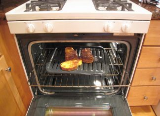 oven range with toasted bread inside